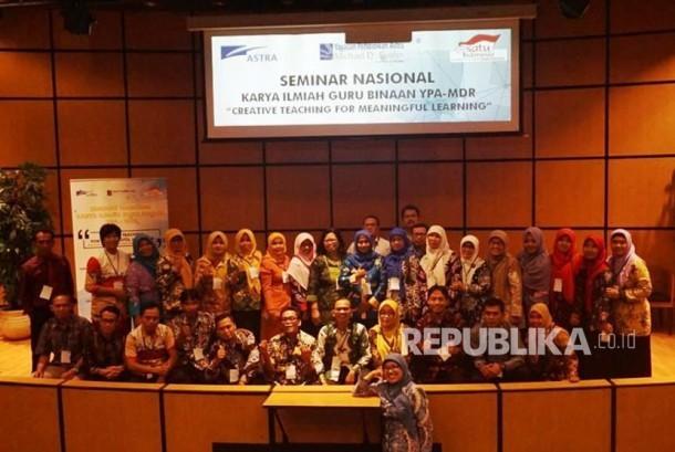Seminar Nasional Karya Ilmiah Guru Binaan yang menyajikan pemaparan pengajaran kreatif oleh Yayasan Pendidikan Astra-Michael D Ruslim, di Auditorium PT. Astra International Tbk, Jakarta, Selasa (12/12).