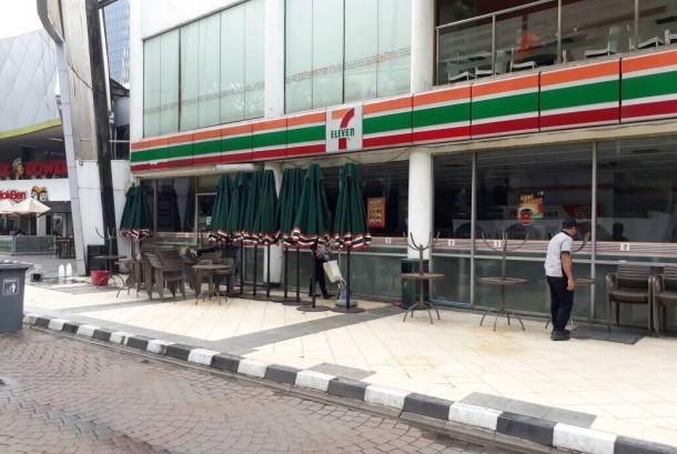 Gerai Sevel di Plaza Festival, Kuningan, Jakarta Selatan sudah tak lagi melayani pelanggan.