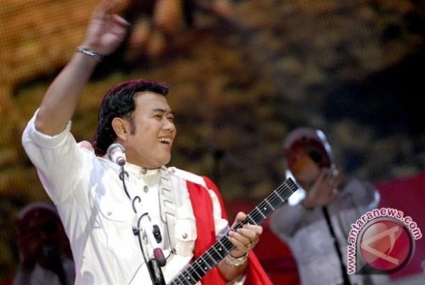 Si Raja Dangdut, Rhoma Irama, tetap seorang bintang yang menjadi magnet dalam tiap penampilannya bersama Group Soneta.