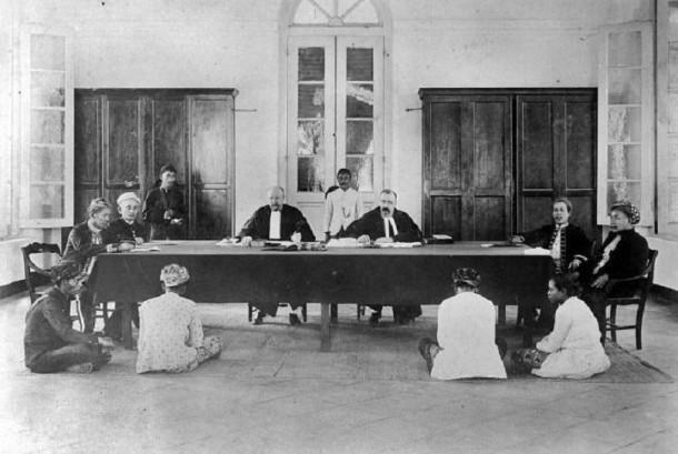 Sidang Landraad (Pengadilan untuk kaum Pribumi ) di Meester Cornelis (Jatinegara)