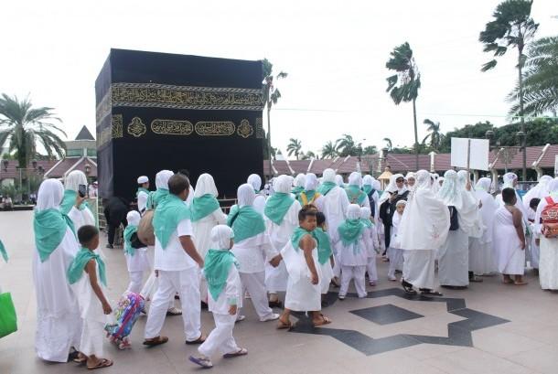 siswa tpq/tkq dan orang tua sedang mengikuti manasik haji yang digelar lpgdm-riayatul ummah