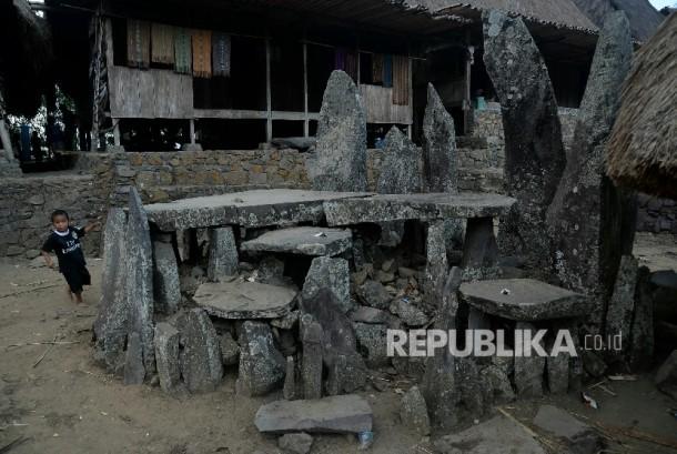 Megalitikum di Kampung Bena.