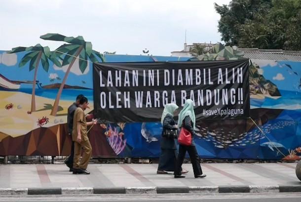 Spanduk penolakan pembangunan di lahan eks Palaguna, Bandung
