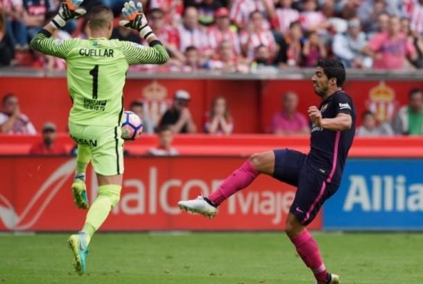 Striker Barcelona, Luis Suarez saat membobol gawang GIjon. Barca membantai Gijon 5-0 dalam laga lanjutan La Liga Spanyol, Sabtu (24/9) malam WIB.