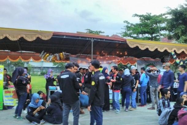 Suasana karnaval yang digelar di Universitas BSI Bandung tahun 2016.