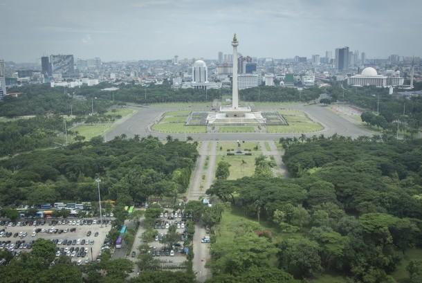 Suasana kawasan Monas yang terlihat dari Gambir, Jakarta, Selasa (14/11).