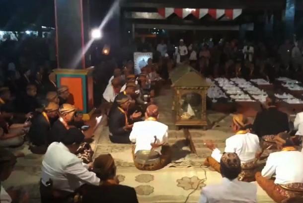 Suasana malam selikuran di Keraton Kasunanan Surakarta Hadiningrat, Solo