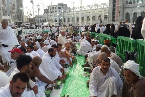 Suasana Masjidilharam di Makkah, Arab Saudi, yang dipadati jamaah umrah (Ilustrasi)
