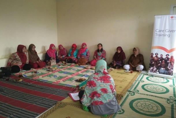 Suasana pelatihan cara mengasuh lansia di Bantul, Yogyakarta.