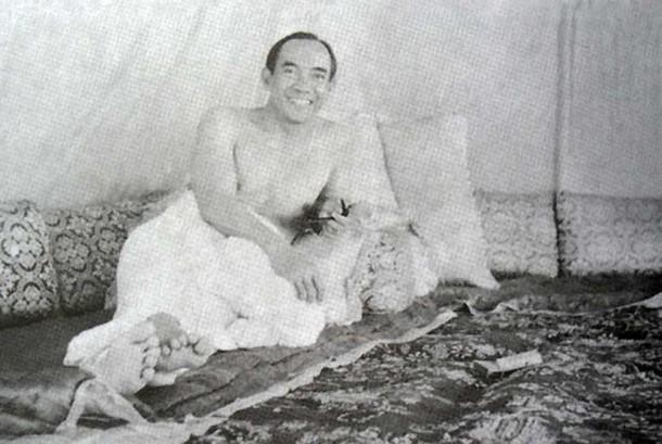 Sukarno naik haji pada tahun 1955.