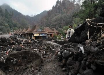 Taman wisata Tlogo Putri, Kaliurang, porak-poranda akibat erupsi merapi