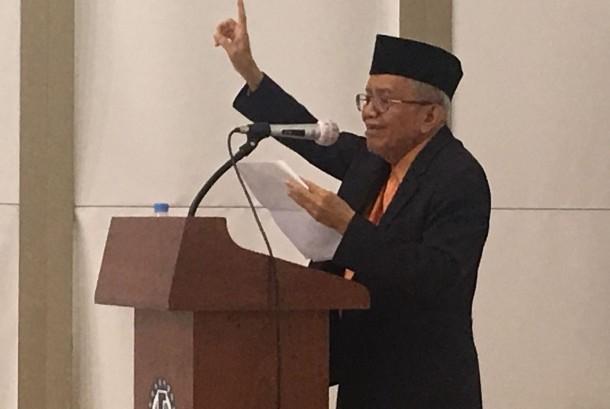 Taufiq Ismail di Korea Selatan.