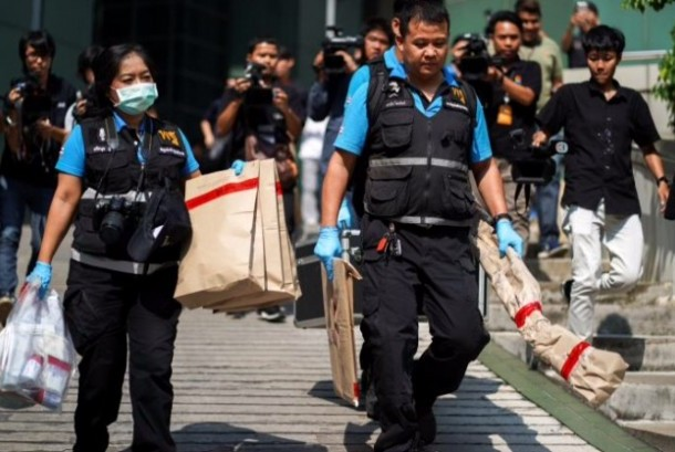 Thai forensic experts carry evidence as they leaves from a site of bomb blast at the Phramongkutklao Hospital, in Bangkok, Thailand, May 22, 2017.