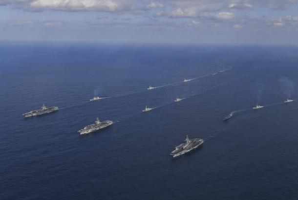 Tiga kapal induk Amerika Serikat tiba di pantai timur Korea Selatan pada Ahad (12/11) untuk ikut dalam latihan militer bersama di semenanjung Korea.
