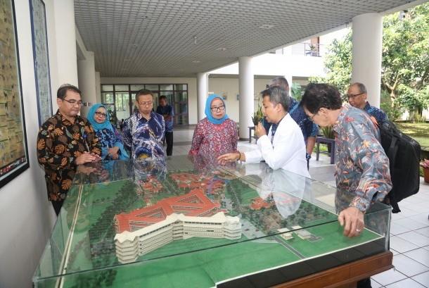 Tim Asesmen Lapangan dalam rangka Akreditasi Institusi IPB dari Badan Akreditasi Nasional Perguruan Tinggi (BAN PT) mengunjungi IPB Bogor.