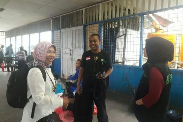 Tim Medis dari LKC Papua Dompet Dhuafa di Pelabuhan Timika hendak menuju Distrik Agats, Kabupaten Asmat, Provinsi Papua.