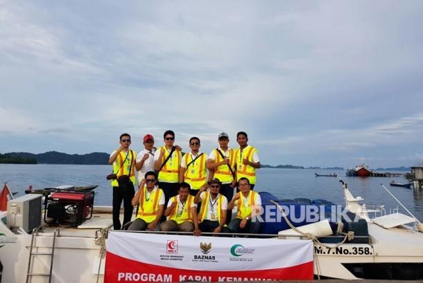 Tim MER-C untuk Program Kapal Kemanusiaan Papua Barat pada hari Kamis (7/12) berada di Sorong untuk melakukan persiapan terutama obat-obatan, alat kesehatan dan perlengkapan yang akan dibawa berlayar keesokan harinya.