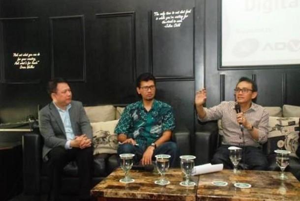 Tjandra Lianto (Direktur Marketing Advan), Budi Harjono (VP Network Planning XL-Axiata) dan Hasnul Suhaimi, saat berbicara dalam diskusi di Indonesia Technology Forum (ITF).