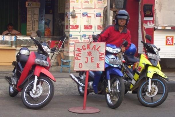 Tukang ojek saat ngetem di pangkalannya (ilustrasi).