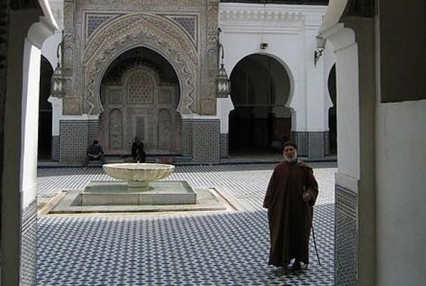 Universitas Qarawiyyin di Fes, Maroko, yang hingga saat ini masih beroperasi.