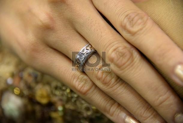 Untuk tahun 2016 tren cincin kawin masih akan didominasi model yang sederhana.