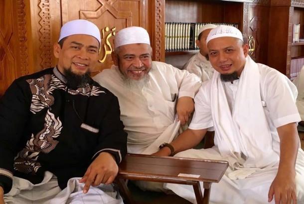 Ustadz Muhammad Arifin Ilham (kanan) bersama Ustadz Ja'far Umar Tholib (tengah) dan Ustadz Dzulkifli Ali MA.