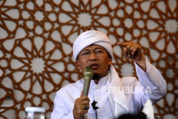 Ustaz Abdullah Gymnatsiar memberikan Kajian Bada Zuhur di Masjid Daarut Tauhid, Jakarta Pusat, Senin (11/9).