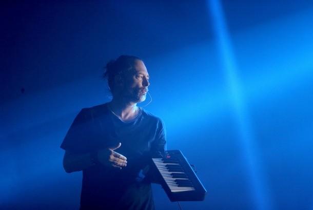 Vokalis Radiohead, Thom Yorke di festival Glastonbury, Inggris, Jumat (23/6).