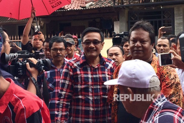 Wakil Gubernur DKI Jakarta Djarot Saiful Hidayat (tengah).