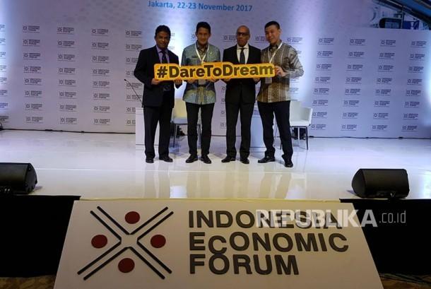 Wakil Gubernur DKI Jakarta Sandiaga Uno membantu meluncurkan sebuah kampanye sosial baru bernama #DareToDream di Indonesia Economic Forum (IEF) 2017, Kamis (23/11).