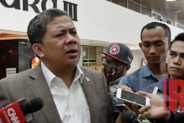 Wakil Ketua Dewan Perwakilan Rakyat Fahri Hamzah (kiri).