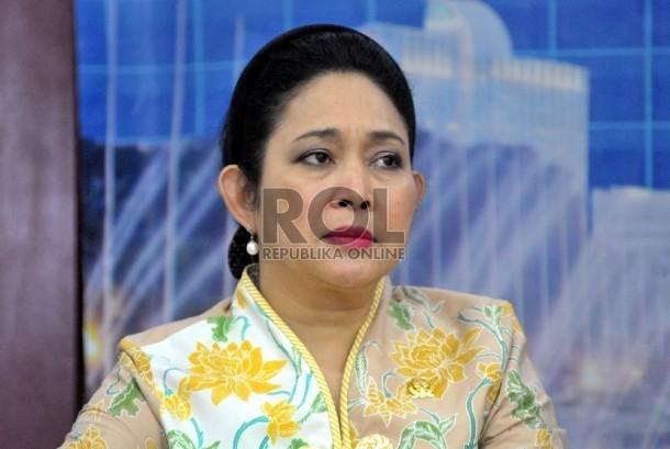Wakil Ketua Komisi IV DPR Siti Hediati Hariyadi (titiek soeharto) saat memberikan keterangan pers terkait kabut asap di Kompleks Parlemen, Senayan, Jakarta, Rabu (7/10).