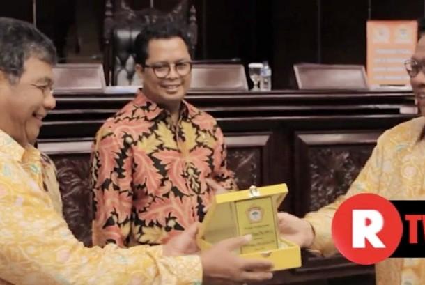 Wakil Ketua MPR RI, Mahyudin (tengah)