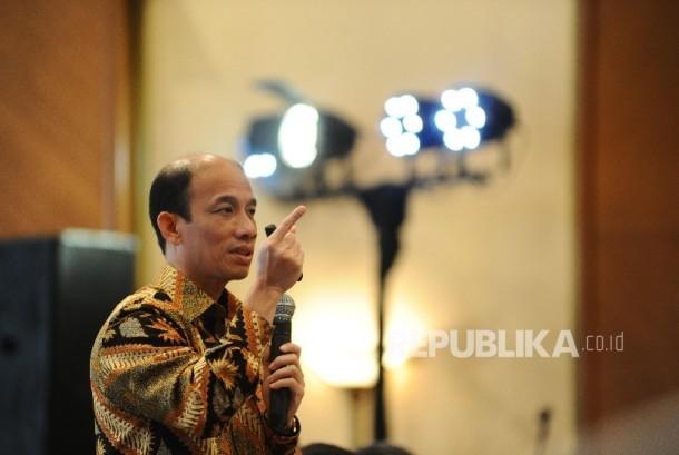 Wakil Menteri ESDM Arcandra Tahar berbicara saat Simposium & Kongres Nasional Ikatan Ahli Teknik Perminyakan Indonesia (SIMGRESNAS IATMI) ke XIV di Jakarta, Selasa (6\12)