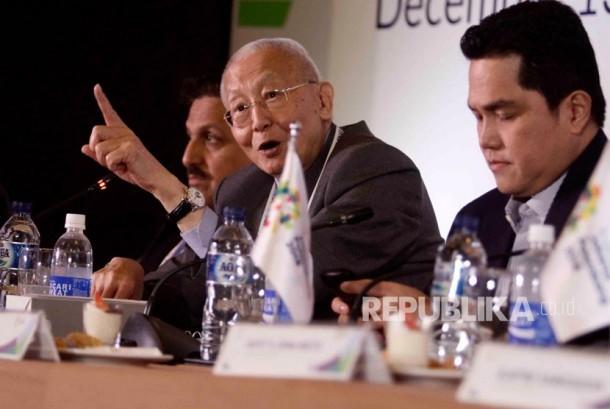 Wakil Presiden OCA Wei Jizhong (tengah)