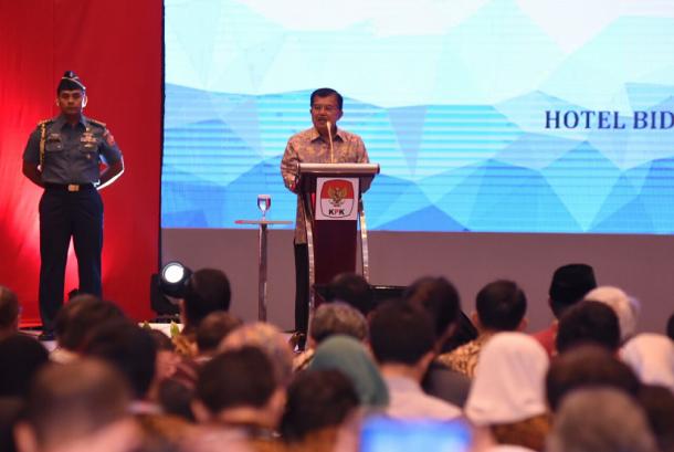 Wakil Presiden Republik Indonesia, Jusuf Kalla memberi sambutan dalam acara Hari Anti Korupsi Sedunia yang ke-12 diselenggarakan KPK, Selasa (12/12) lalu, di Birawa Assembly Hall, Hotel Bidakara, Pancoran, Jakarta Selatan.