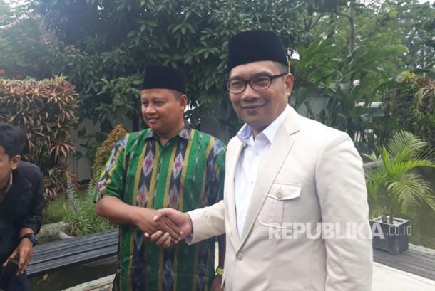 Wali Kota Bandung Ridwan Kamil, menggelar pertemuan terkait Pilgub Jabar dengan kader PPP Uu Ruzhanul Ulum, di Pendopo Kota Bandung, Selasa (5/9).