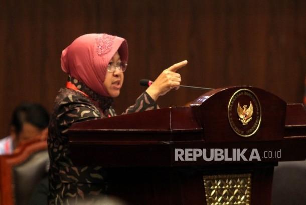 Walikota Surabaya Tri Rismaharini saat menjalani sidang di Gedung Mahkamah Konstitusi, Jakarta, Rabu (8/6).