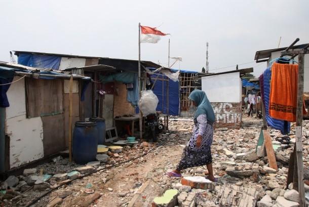 Warga beraktivitas di Kampung Akuarium, Jakarta, Jumat (5/5).