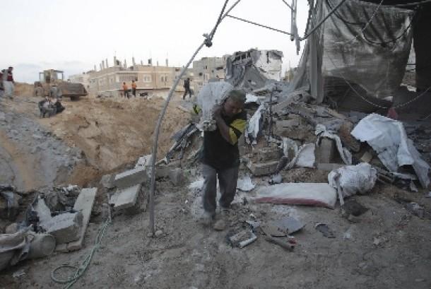 Warga Jalur Gaza yang terhimpit blokade dan kerap diserang Israel (Ilustrasi)