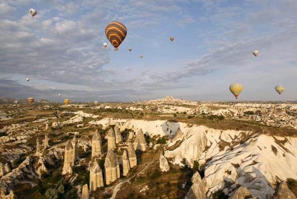 Wisata balon udara di Cappadocia, Turki.