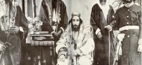 Syekh Muhammad bin Abdul Wahhab (tengah).