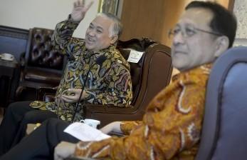 Ketua DPD Irman Gusman (kanan) berdialog dengan Ketua Dewan Nasional Pergerakan Indonesia Maju (PIM) Din Syamsuddin (kiri) membahas program PIM untuk deklarasi nasional sebagai gerakan Indonesia maju, di Jakarta, Rabu (18/5).  (Antara/Yudhi Mahatma)