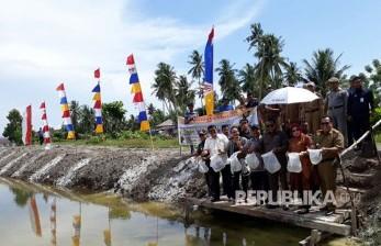 Sejumlah anggota Komisi IV DPR RI melakukan kunjungan kerja dan reses di Desa Tumbu, Kecamatan Topoyo, Kabupaten Mamuju Tengah,  Sulawesi Barat, Selasa (1/8).