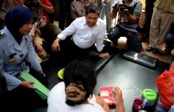 Warga Binaan Rutan Pondok Bambu. Wakil Ketua DPR RI Fahri Hamzah melakukan sidak di Rumah Tahanan Wanita Pondok Bambu, Jakarta Timur, Selasa (27/10).