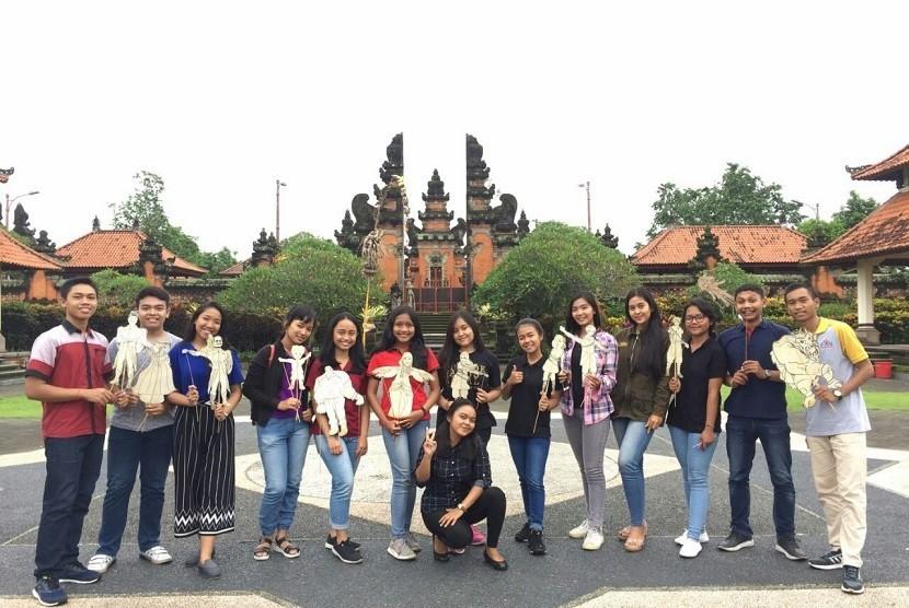 [21:25, 12/1/2017] Iyet Kowi: Foto bersama warrior kabupaten Badung bersama Forum Anak Daerah Bali
