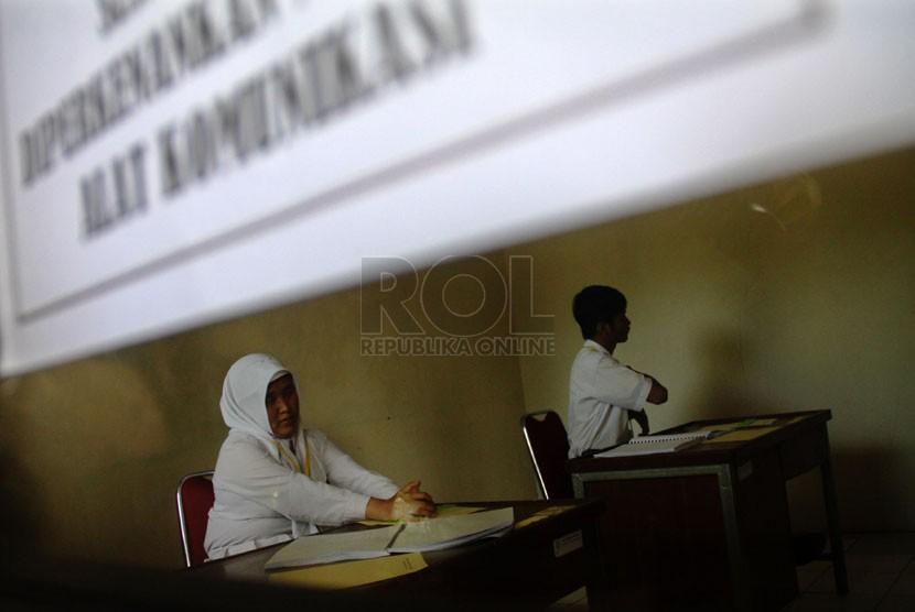 Dua Siswa Tunanetra Ikuti Ujian Nasional Republika Online