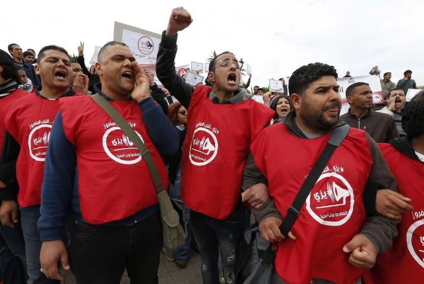 [ilustrasi] Demonstrasi di Tunia menuntut lapangan pekerjaan pada Maret 2017.
