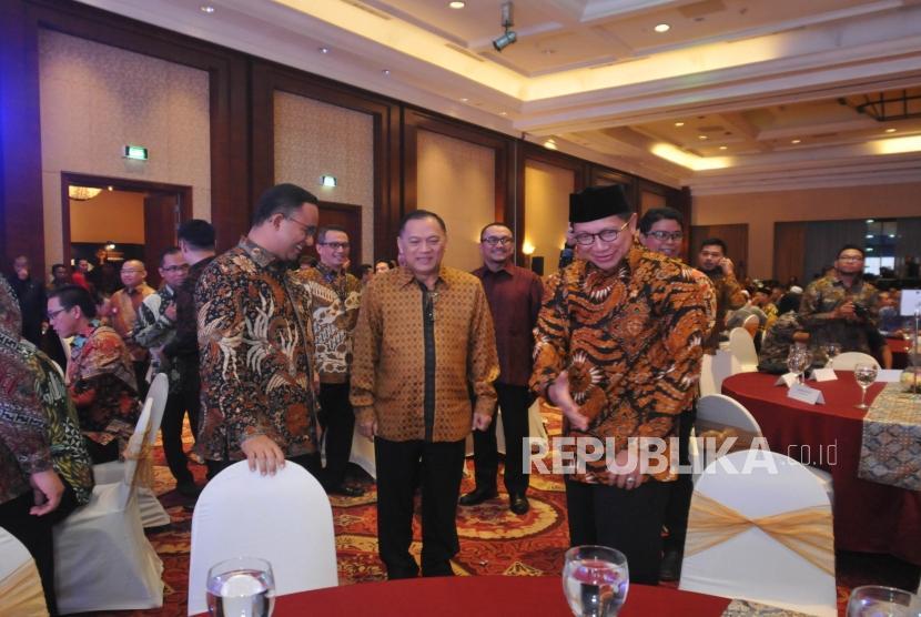 (dari kiri) ,Gubernur DKI Jakarta Gubernur Bank Indonesia Agus Martowardojo da Menteri Agama Lukman Hakim Saifuddin saat menghadiri Anugerah Syariah Republika (ASR) 2017 di Jakarta, Rabu (6/12) malam.