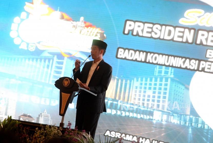 Presiden Joko Widodo menyampaikan arahan kepada peserta saat Silaturahim dengan Badan Koordinasi Pemuda Remaja Masjid Indonesia (BKPRMI) di Jakarta, Rabu (25/4).